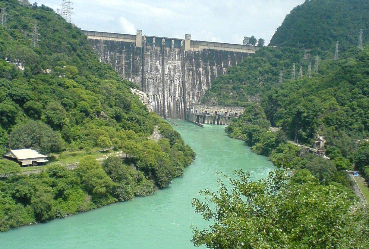 hydroelectric dams Pros and cons of hydroelectric power: hydroelectric power simply means generation of power through flow of water to produce power, dams are constructed on rivers.
